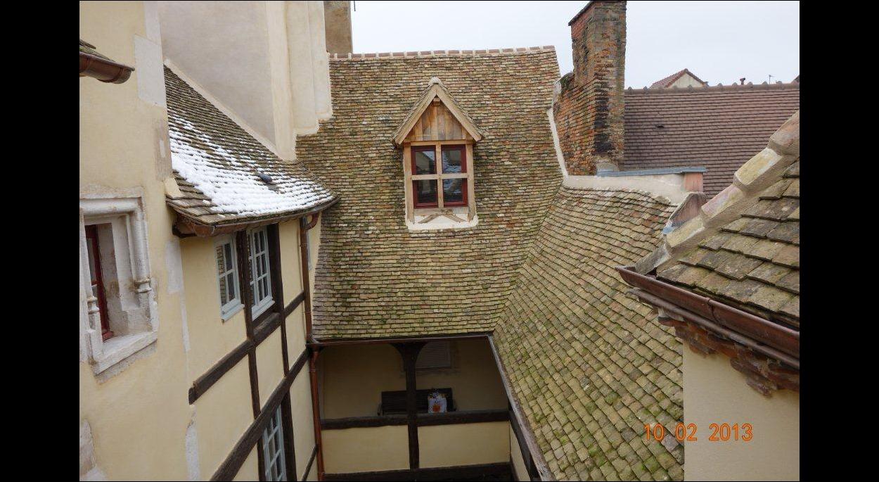 Vue sur cour intérieure restauration des toitures