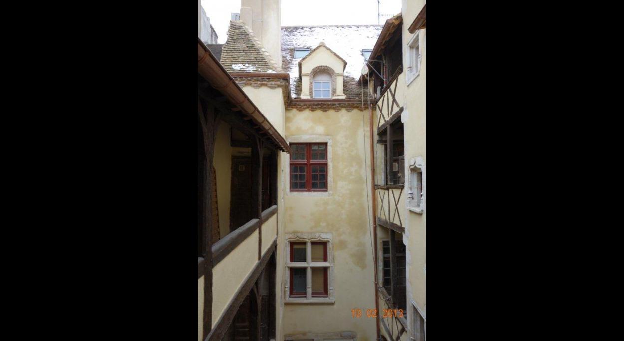 Vue sur cour restauration des façades