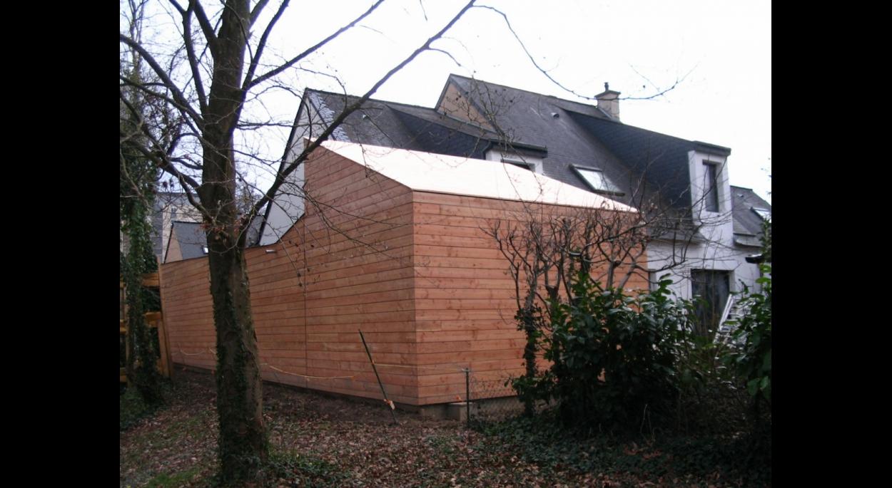 ossature bois, toiture bac acier revetu de bois