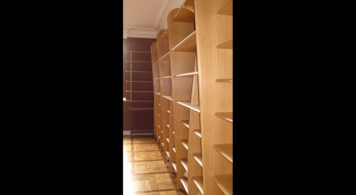 Ensemble de bibliothéque murales en bois blond. ARCHI-V.O