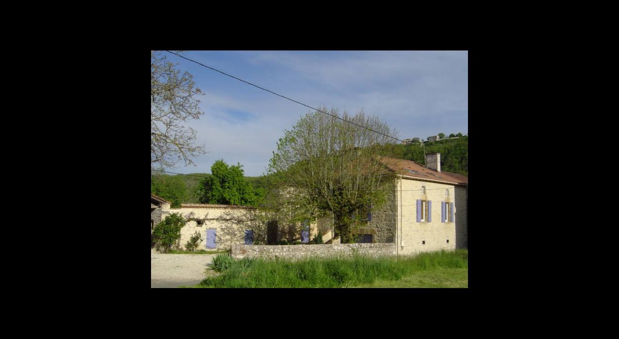 Vue sur l'entrée du hameau