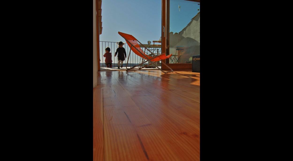 salon terrasse renovation d'une maison de village à puimichel benoit sejourne architecte