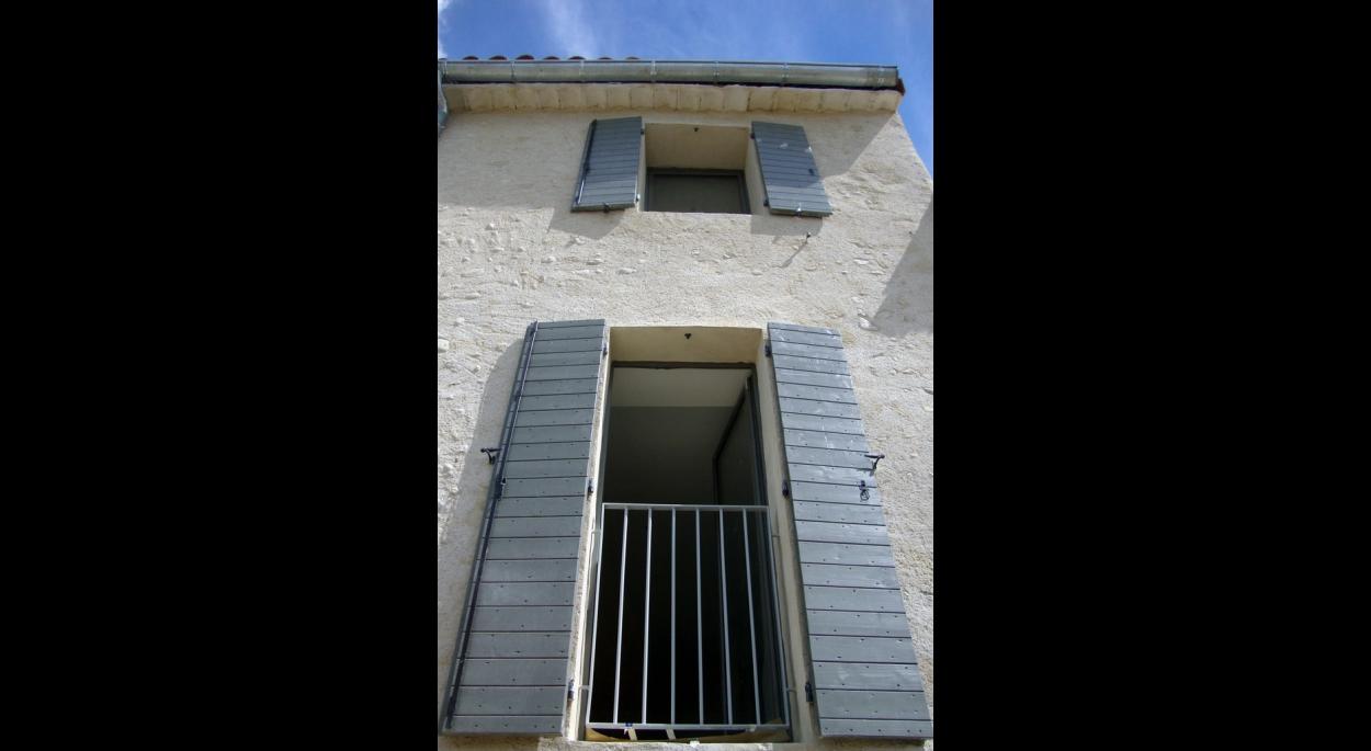 Le projet regroupe les deux appartements pour créer une maison spacieuse, isolée et équipée