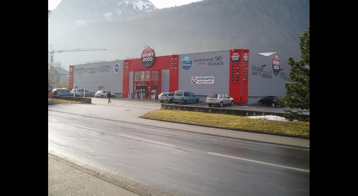 surface de vente 1000 m2 à saint jean de maurienne