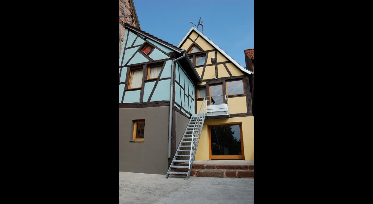Rénovation d'un corps de ferme en maison et agence d'architecture. NEUWILLER-lès-SAVERNE. 2003-