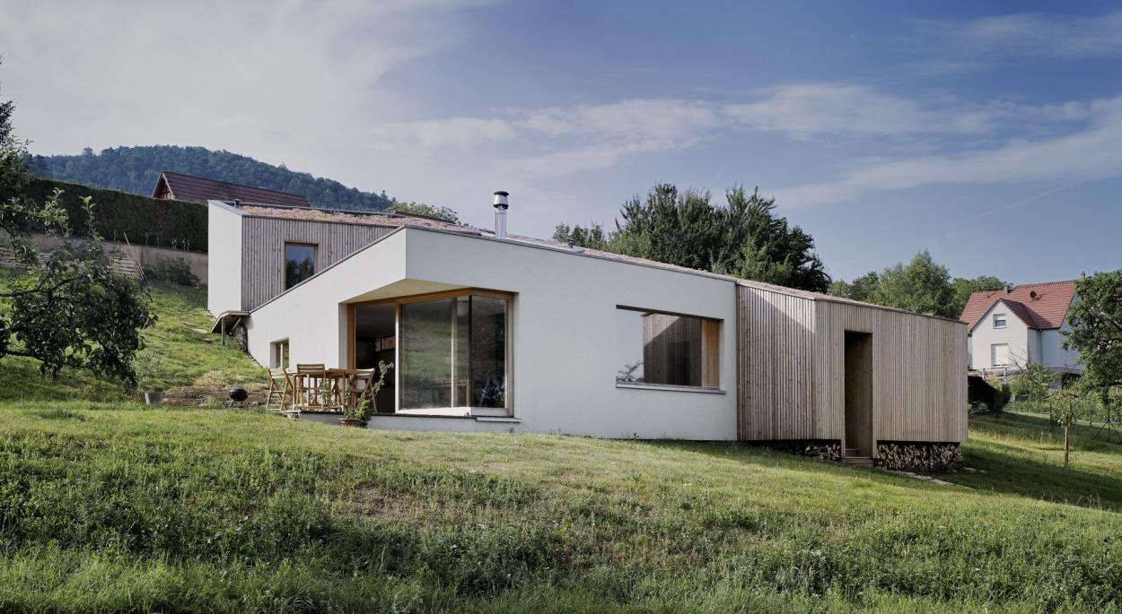 Construction d'une maison dans la pente à Reinhardsmunster