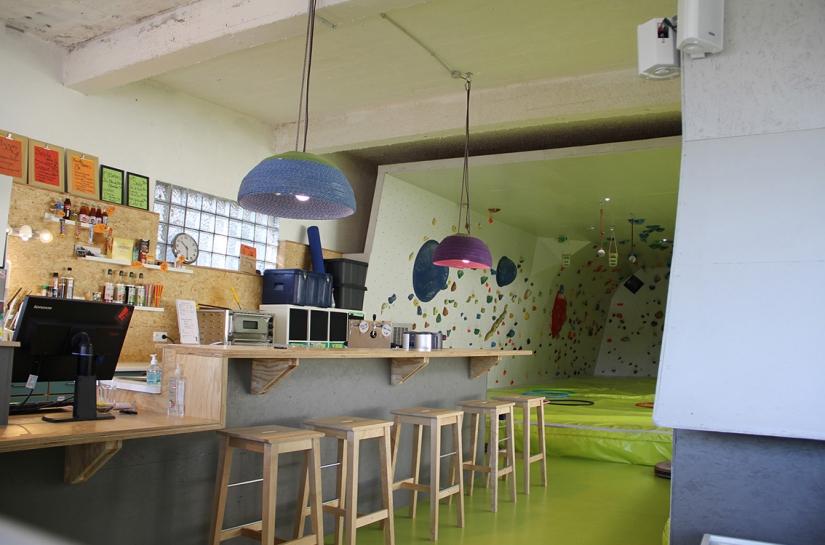 Bar de la salle Bloc à Brac