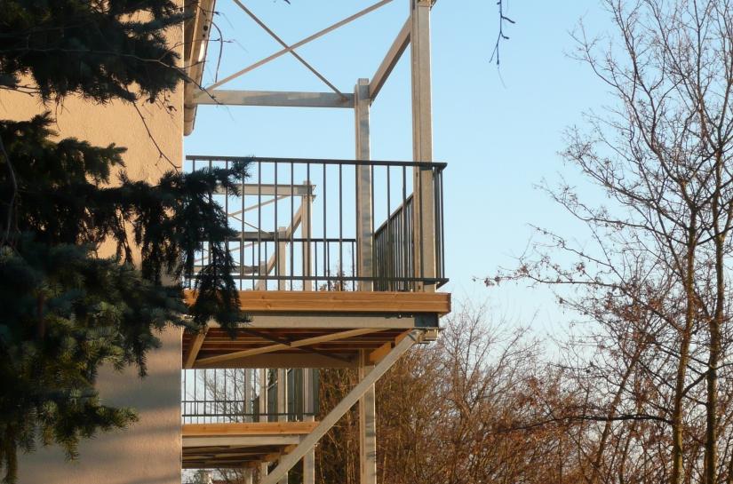 Des terrasses métalliques avec vue sur Lyon