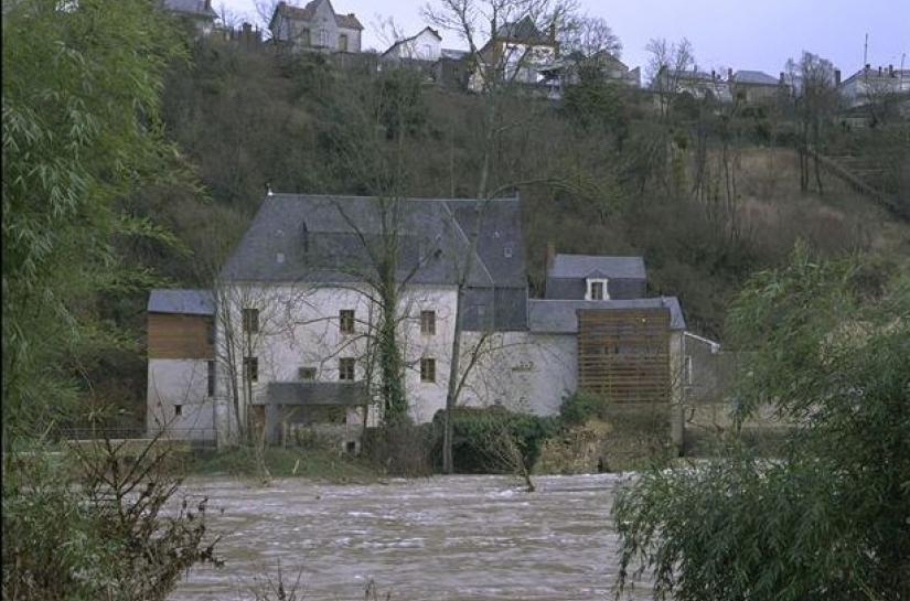 Vue du site depuis la rive opposée.