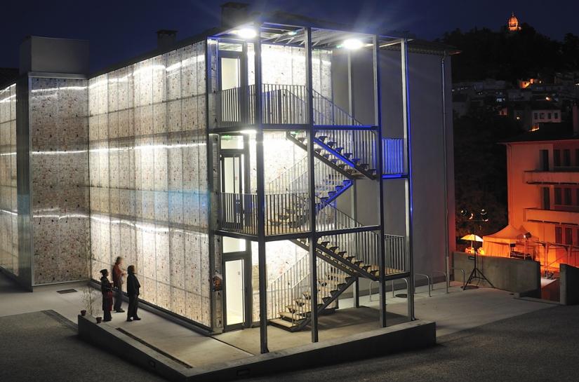 nuit rehabilitation maison des metiers du livre forcalquier architecte