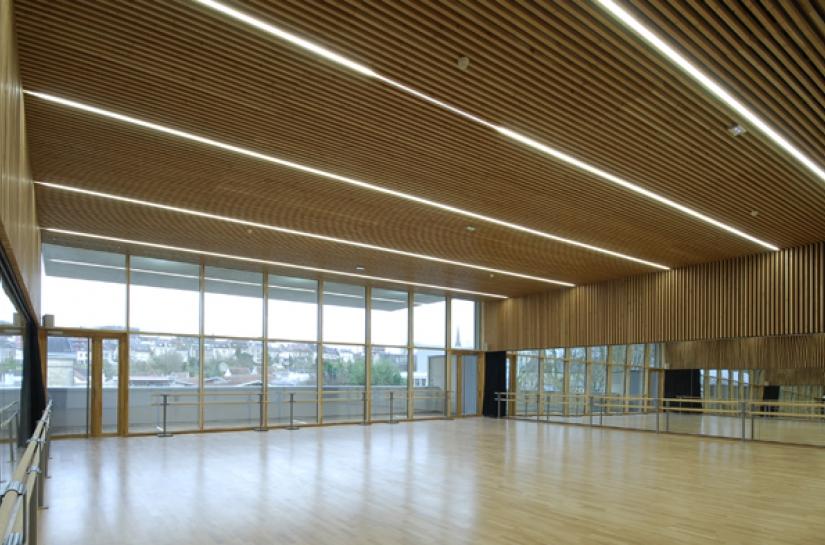 locaux associatifs, salles polyvalentes, école intercommunale de musique, trois salles de danse et une salle d'arts plastiques