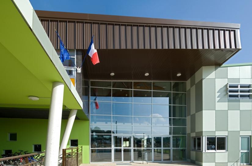 """Collège """"Le vieux chêne"""", Entrée principale"""