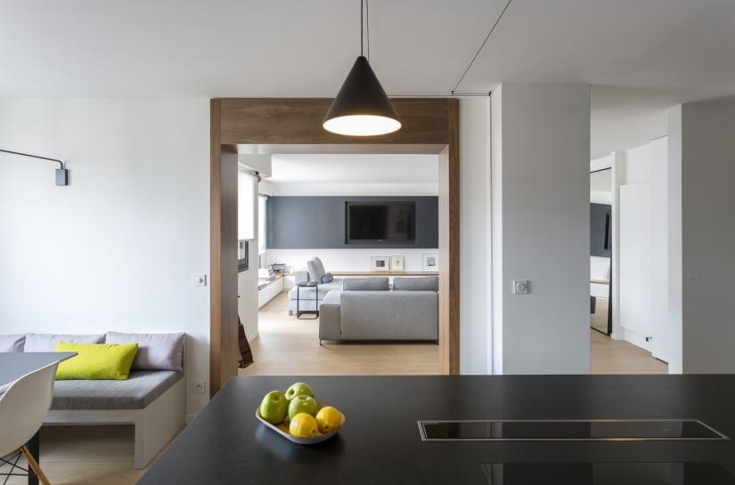 Ouverture d'un mur porteur pour ouvrir la cuisine/salle à manger sur le salon, cuisine ouverte, ilot central,coin repas, passage en noyer, suspensions, plan de travail