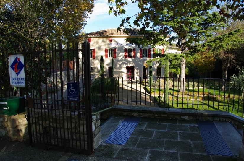 L'Office de tourisme et son jardin