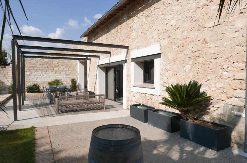 LA CAVE-Création d'une habitation dans un ancien chai. 2C2L-Architecture