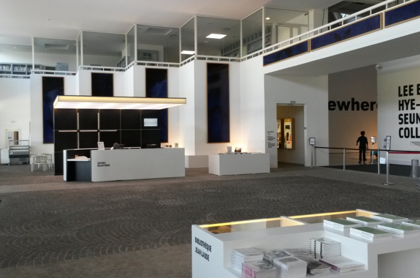 Musée d'Art Moderne, Aménagement du hall d'accueil