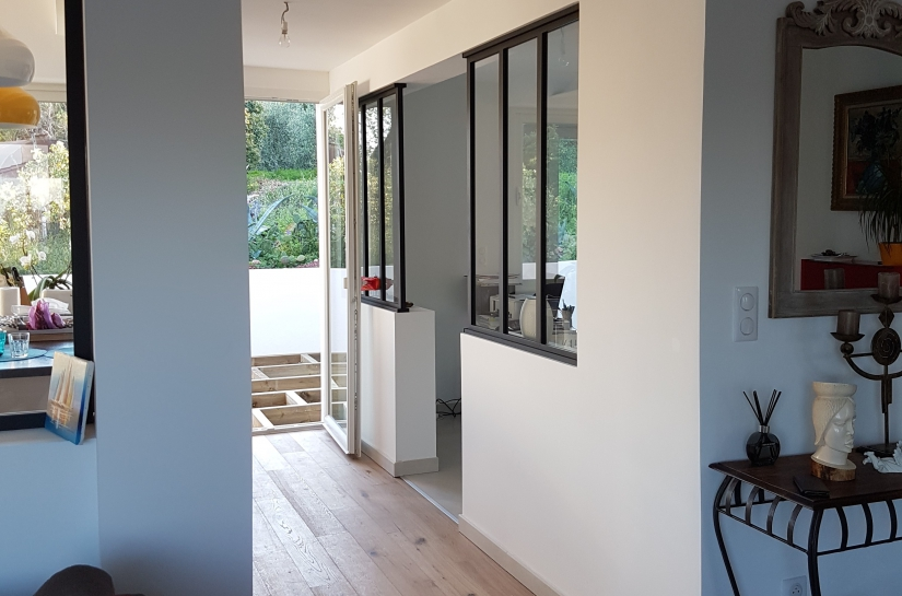 extension, fenêtres atelier, piscine, revêtement de bois au sol, pierre, ouvertures