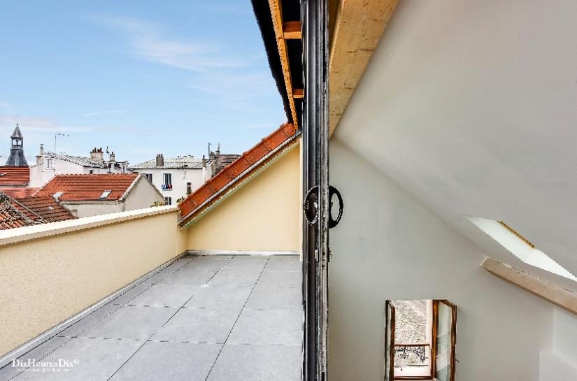 Vue de l'escalier, terrasse et hauteur sous-plafond