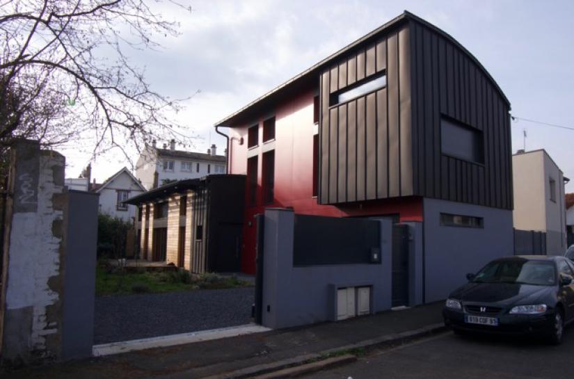 façade sud et pignon sur rue en zinc noir