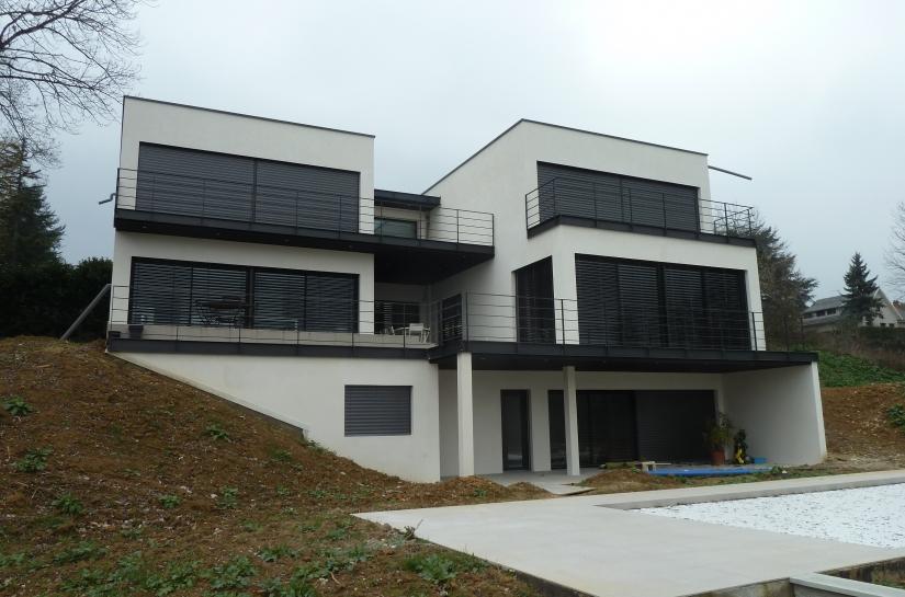Construction d'une villa de 3 niveaux sur un terrain vierge
