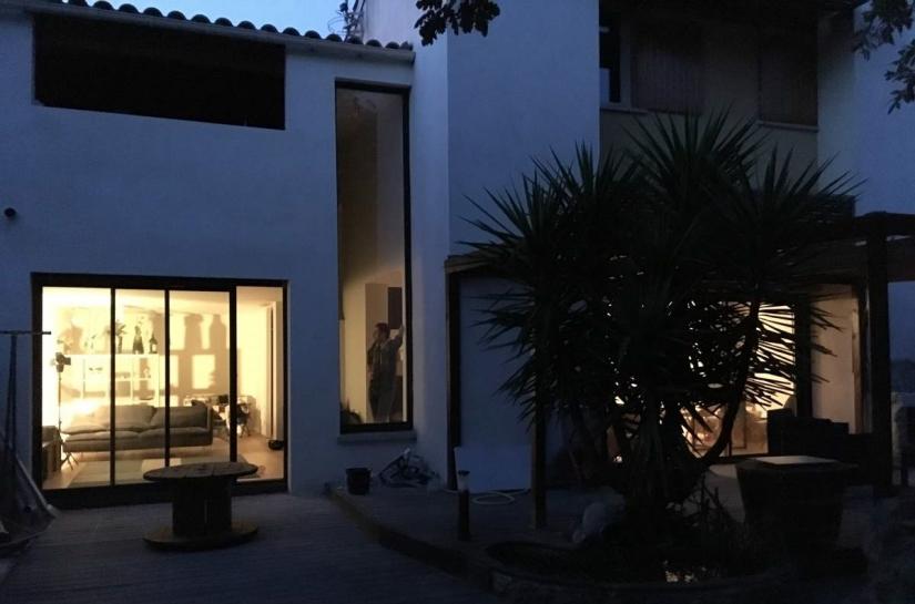 Rénovation d'un bien atypique avec terrain en pente près de Montpellier par Cèlia Argilés Baró