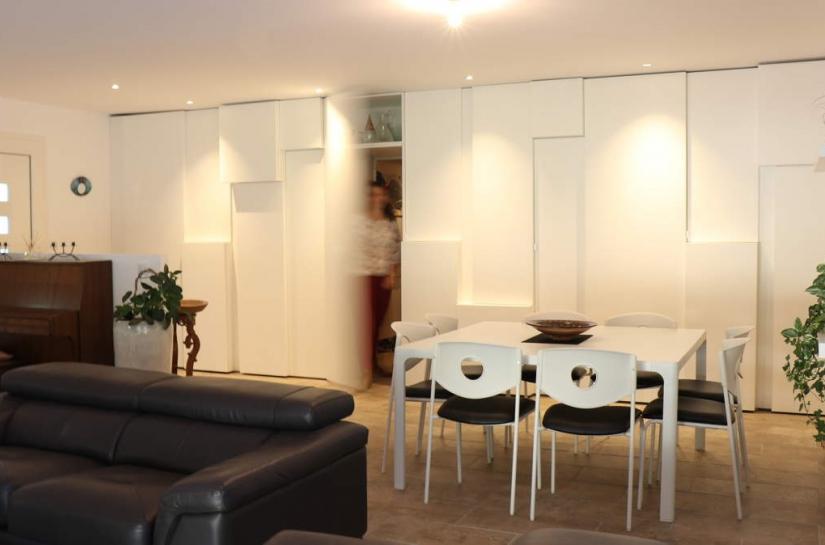 Rénovation maison et création de meuble multi-fonction par Cèlia Argilés Baró à Combaillaux