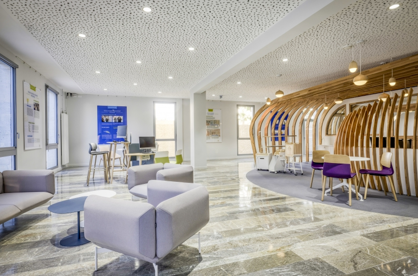 Le nouvel accueil dans le bâtiment rénové est devenu un plateau ouvert.