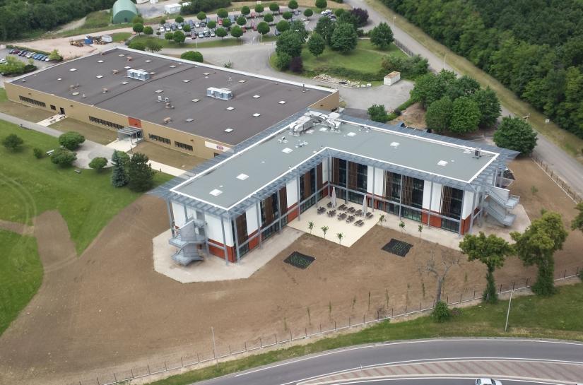 Bâtiment neuf en R+2 de 3 300 m2 et rénovation de 4 500 m2 existants - Montant des travaux : 5 120 000 € HT