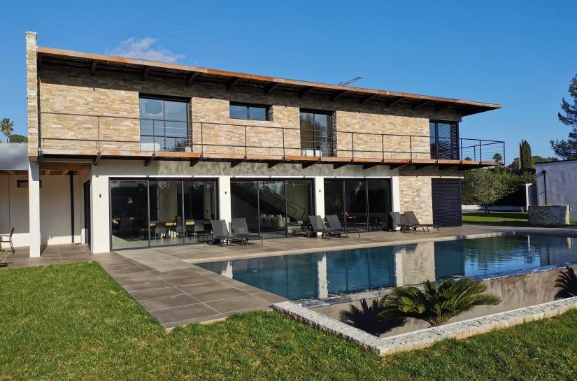 Surface de 323 m2 de plain-pied - 417 000 € ht