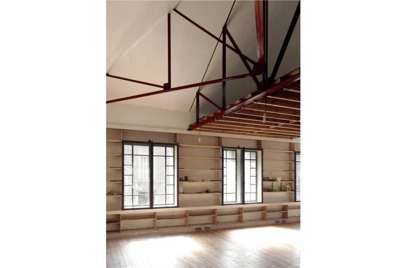 Charpente acier et création d'un mur-meuble qui accueille des fenêtres acier neuves en renforcement thermique et acoustique des fenêtres existantes en simple vitrage