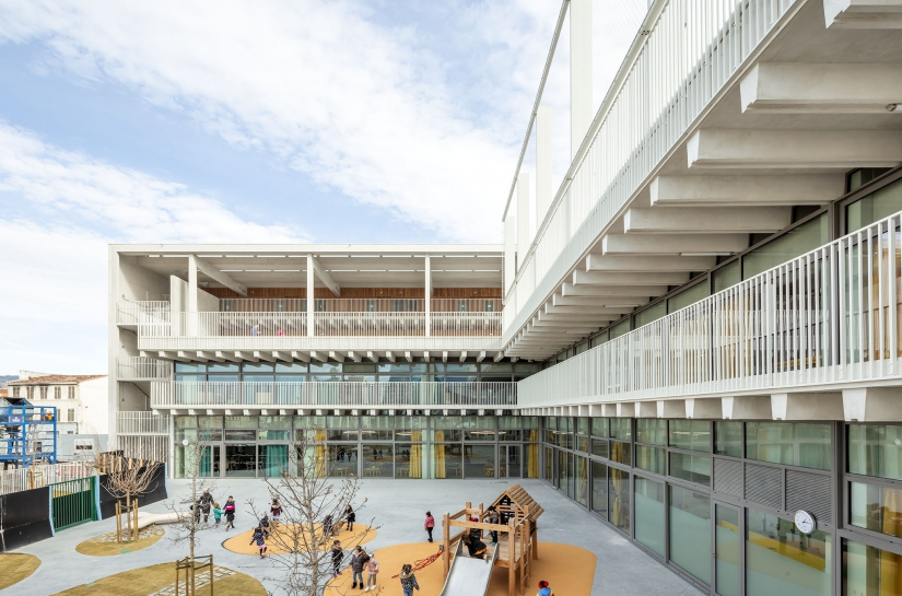 Groupe scolaire Antoine de Ruffi - Cours de récréation - TAUTEM Architecture (mandataire), bmc2 (associés) - credit Luc Boegly