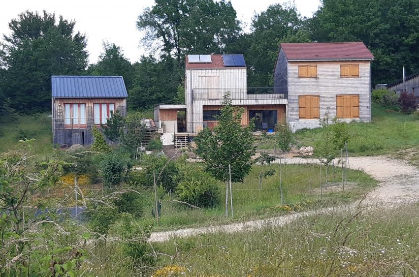 maison mitoyenne et sur limite, ossature et bardage bois sans traitement
