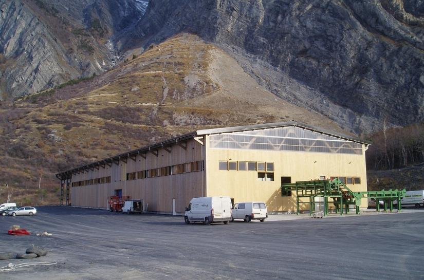 bâtiment industriel avec toiture photovoltaïque 3000 m2