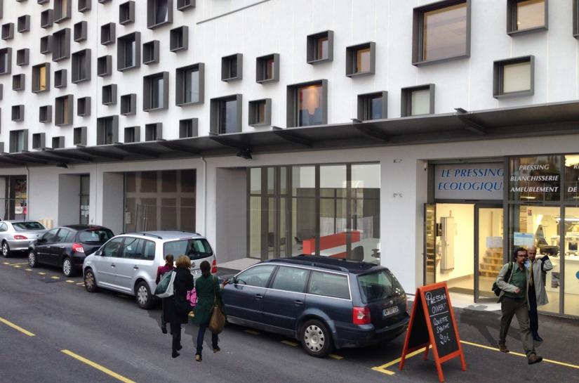 Façade générale de l'immeuble - RDC commerces et bureaux