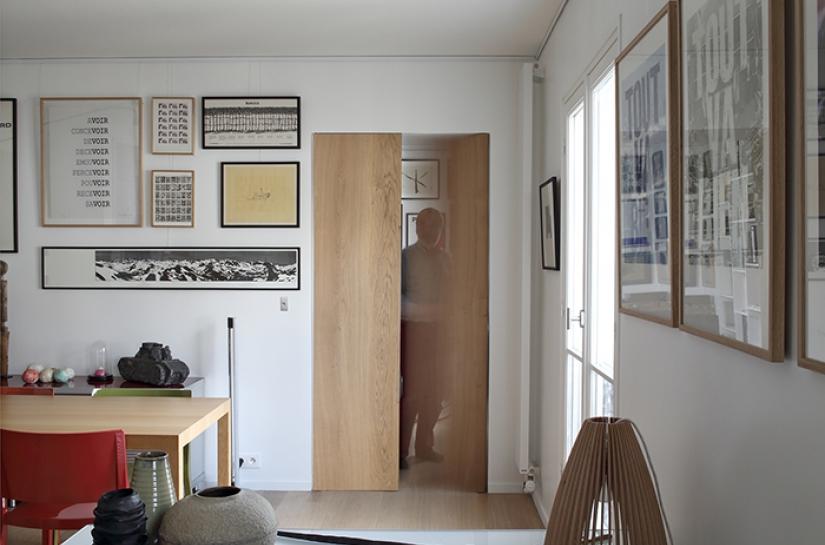 salle à manger vers bureau, ouverture porte, convivialité, exposition, lumière naturelle, tableaux
